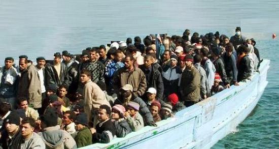 Migranti: Cei, si rispetti la legge, mai pretesti a scafisti