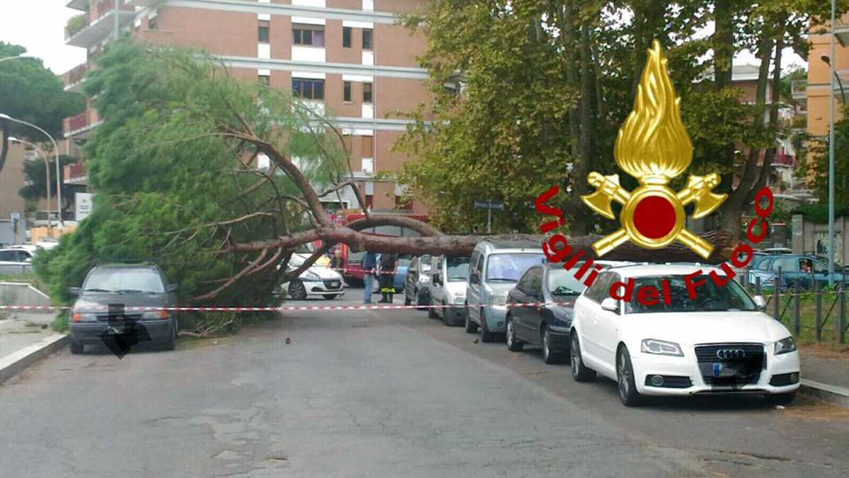 Tromba aria Ostia: nubifragio a Roma e ritardi a Fiumicino COMMENTA