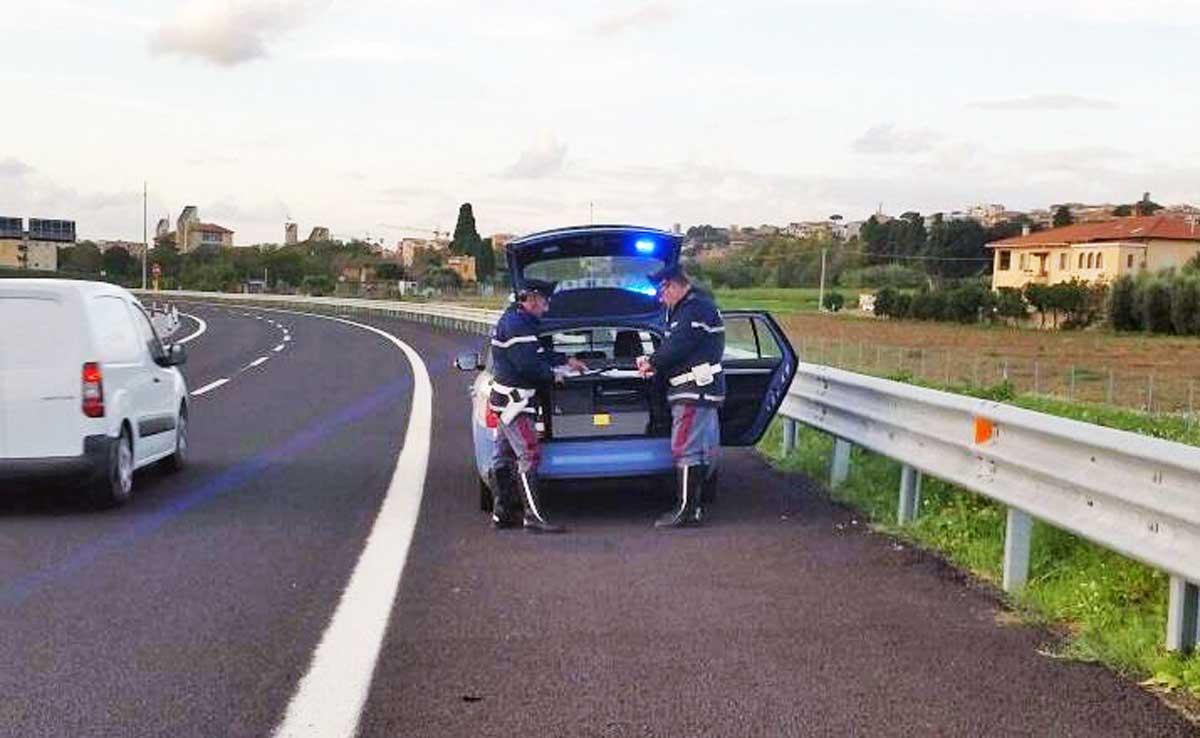 Caserta, paura in autostrada: fermato 23enne che ha percorso 1 km contromano