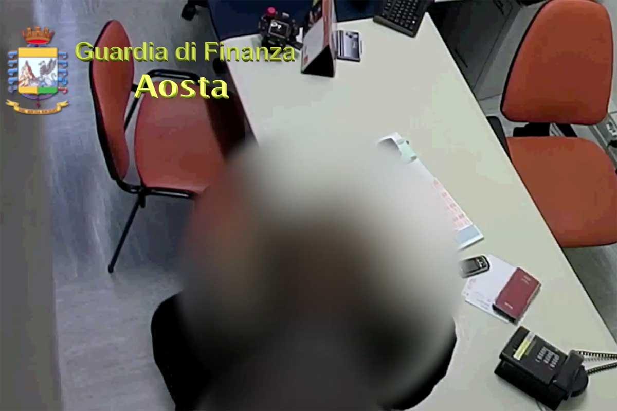 Abusi sessuali e truffa,arrestato medico