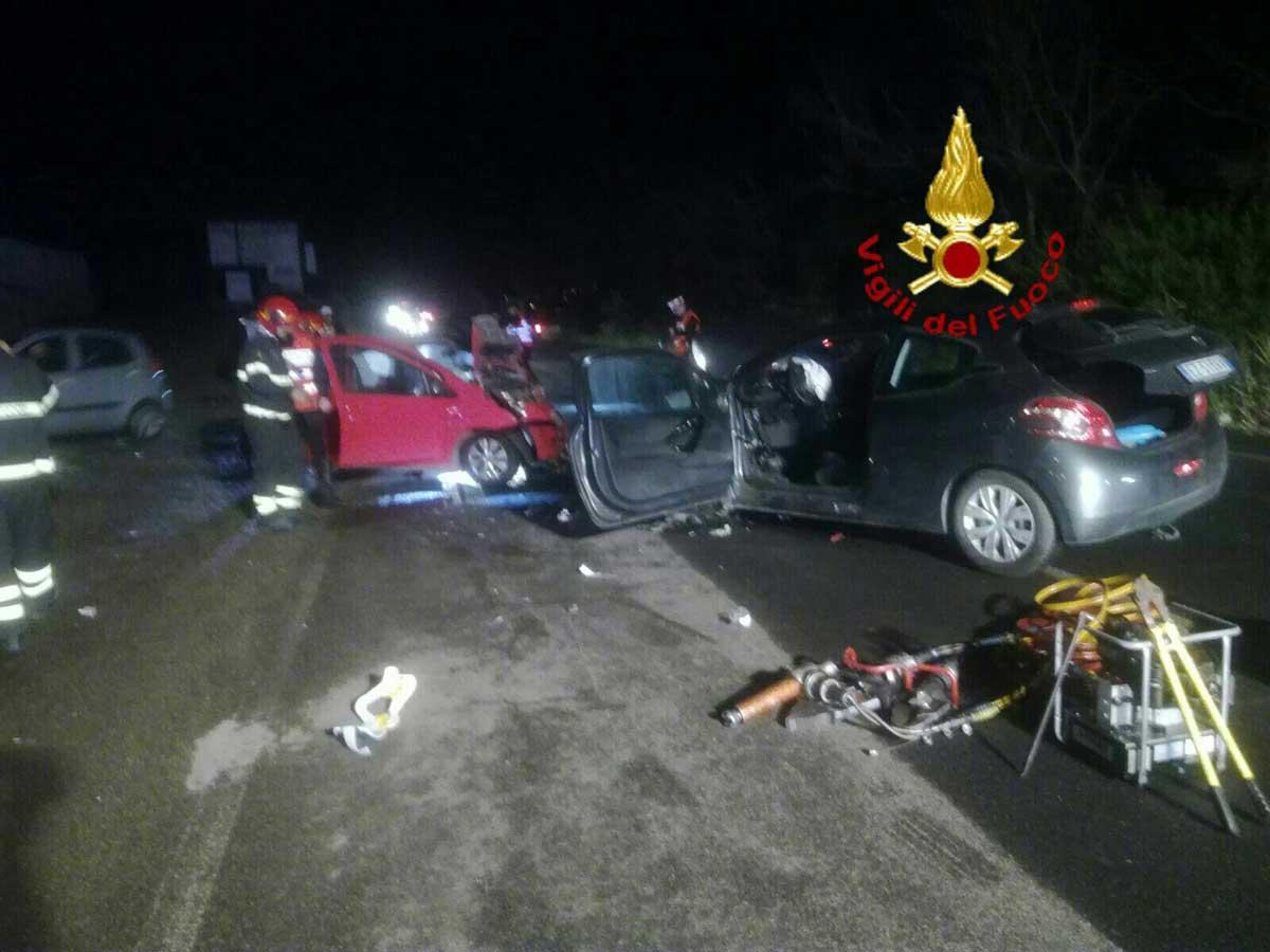 Cerveteri, schianto tra due auto: morti un uomo e una donna