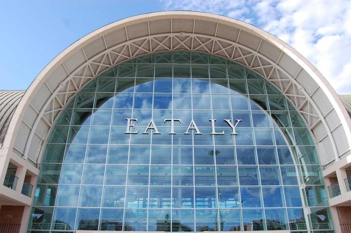 Furto da Eataly: entra negli spogliatoi e ruba dalle borse dei dipendenti