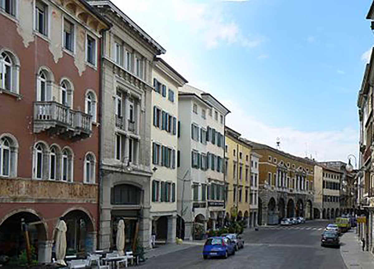 Udine, 50enne violenta ex moglie e poi si impicca COMMENTA