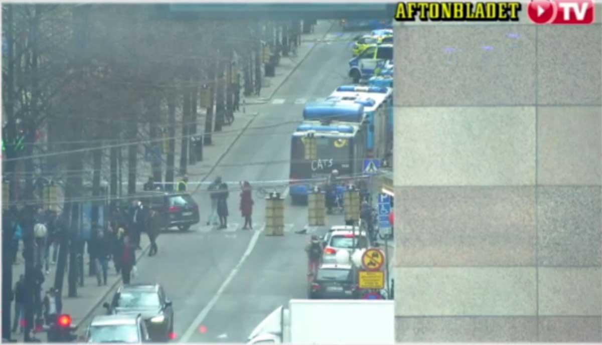 ULTIM'ORA: Camion contro folla a Stoccolma, morti e feriti