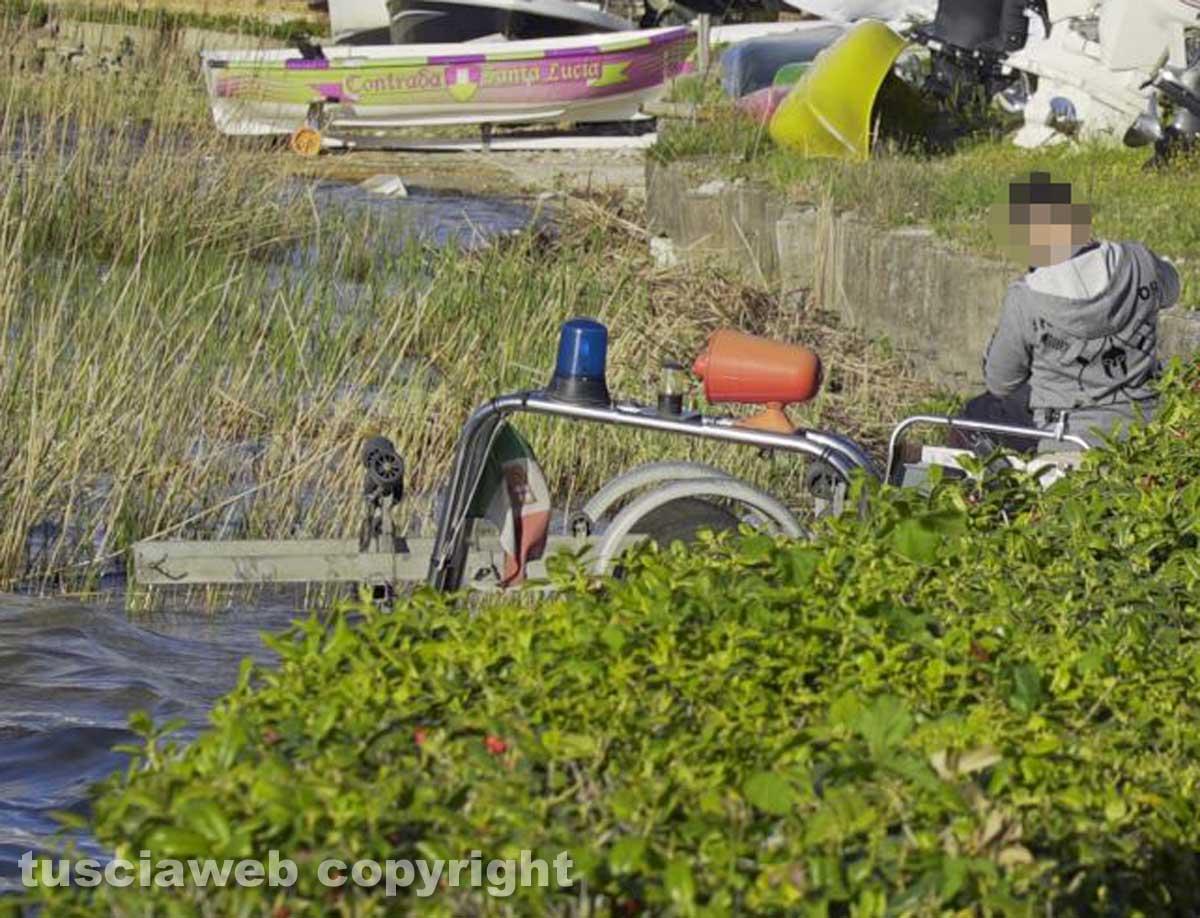 Ronciglione, cadavere affiora dalle acque del lago di Vico