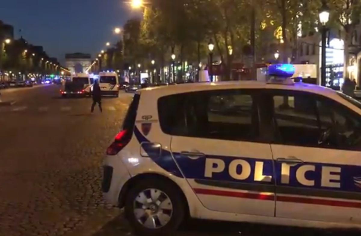 Attentato Parigi, Sparatoria sugli Champs d'Elisées