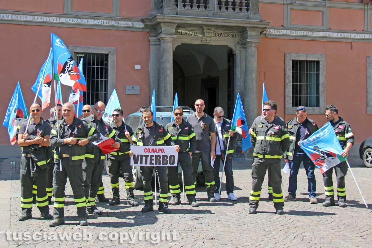 Macerata: i Vigili del Fuoco scendono in piazza