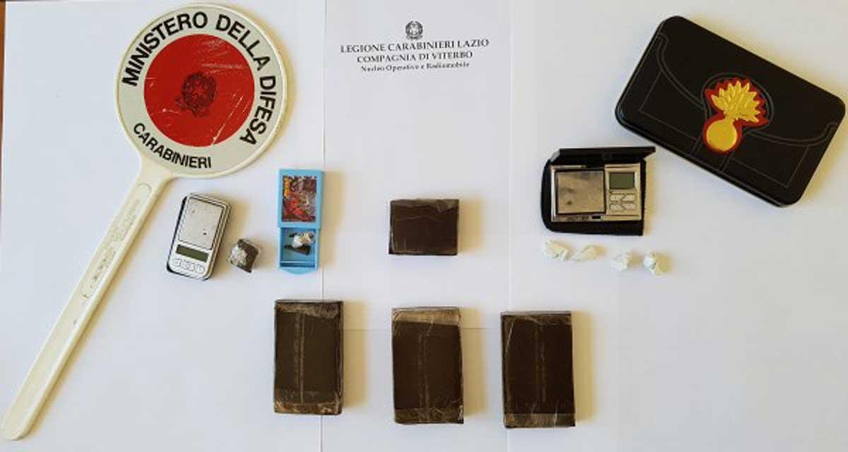 Firenze, arrestato in aeroporto corriere della droga: 110 ovuli nello stomaco