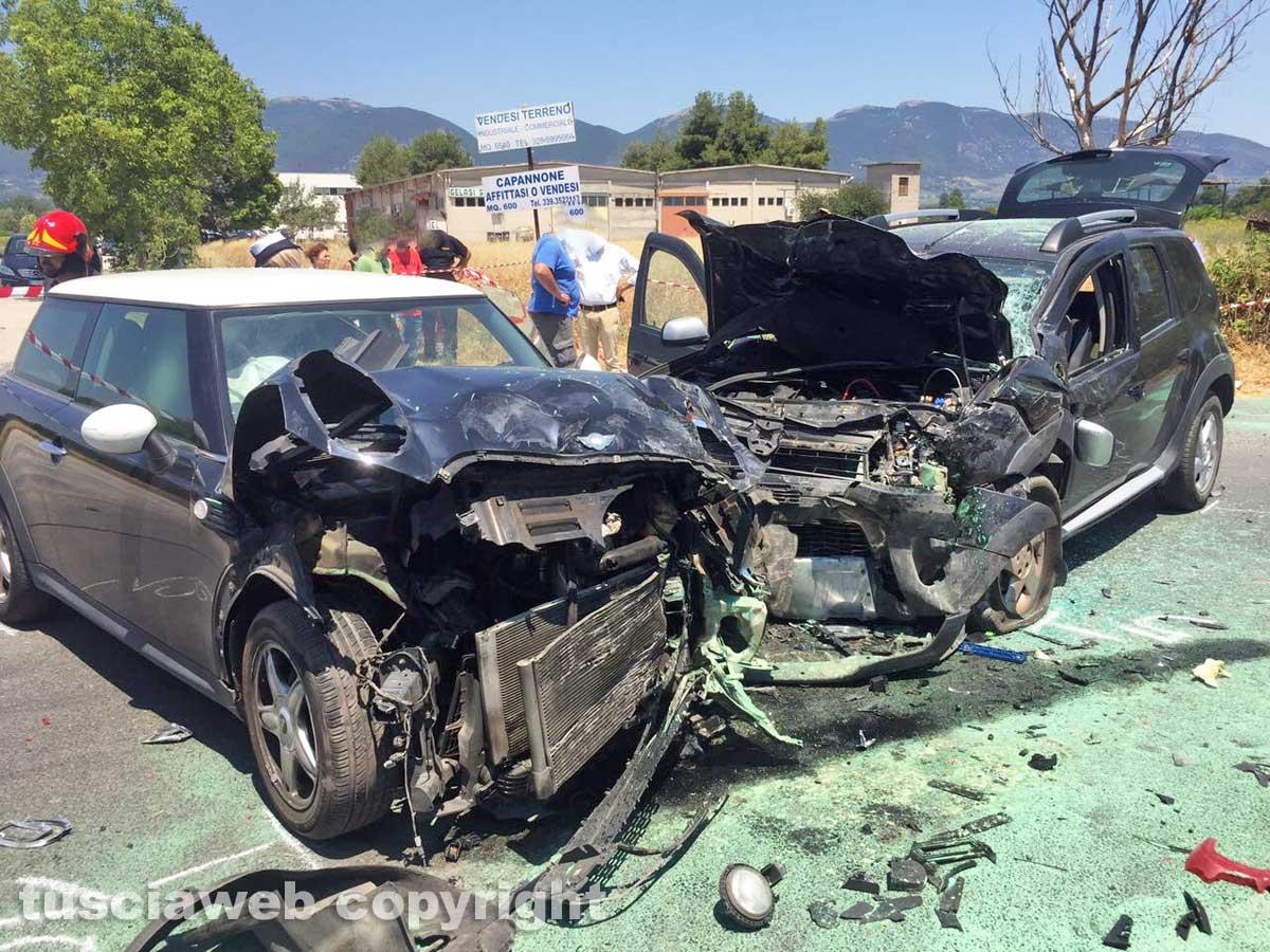 Terni, scontro a Sabbione tra tre autovetture muore rappresentante di 49 anni