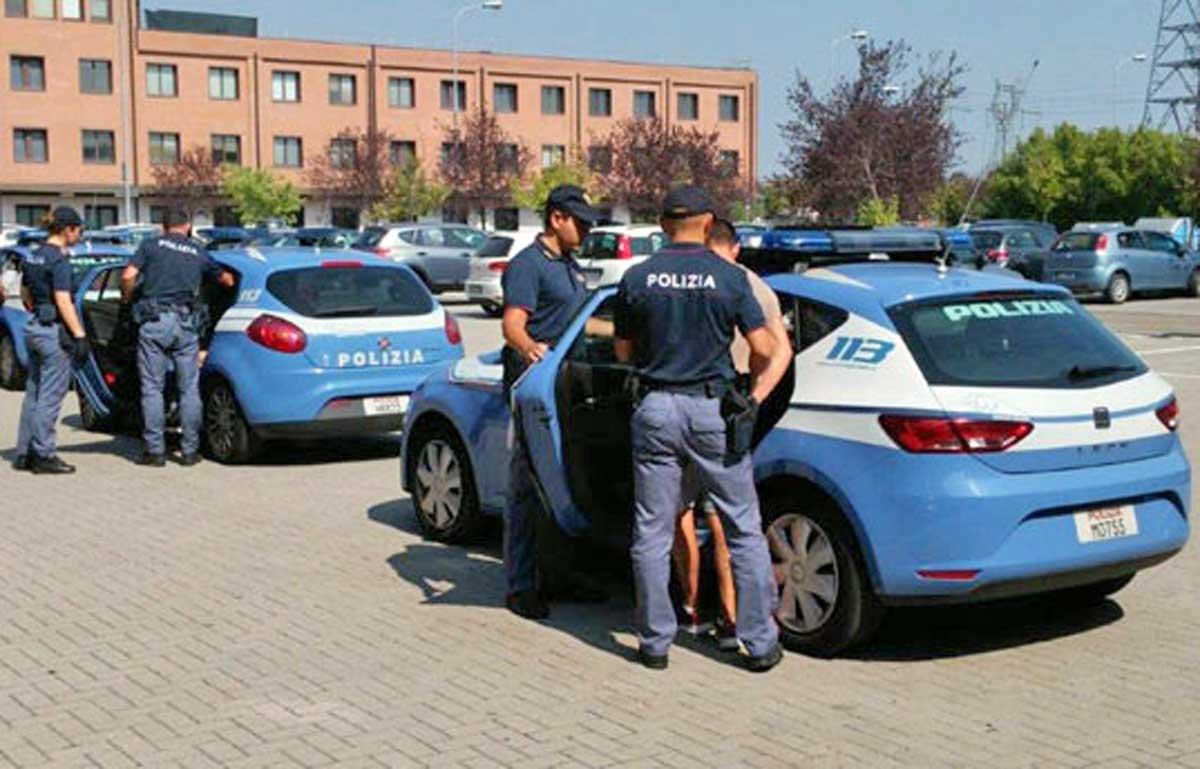 Pedofilia, arrestato ungherese davanti a una scuola elementare a Roma