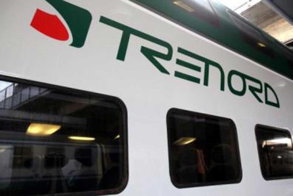 Chiede il biglietto a un passeggero: controllore accoltellato su un treno