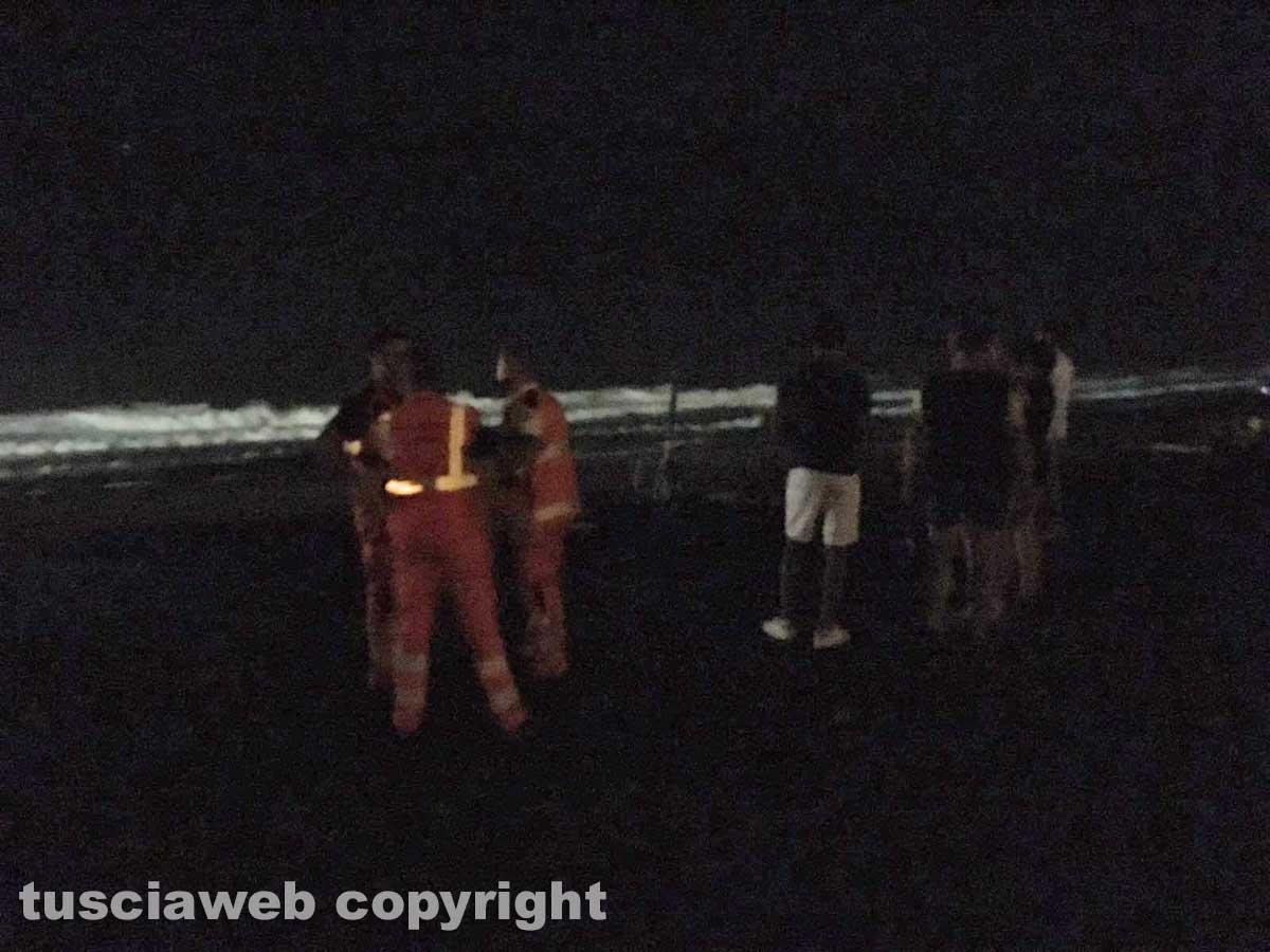 Giovane disperso in mare a Tarquinia, ritrovato il corpo